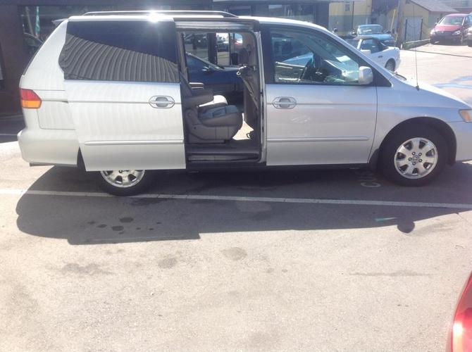 2004 HONDA ODYSSEY WITH STO & GO REAR SEAT AND POWER DOORS