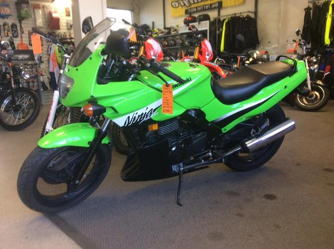2006 Kawasaki Ninja 500 - low km, like new, great starter bike