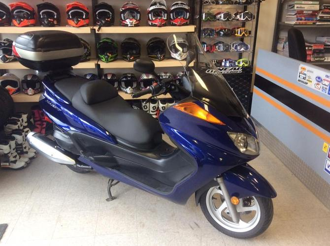 2006 Yamaha Majesty 400 Touring Scooter, lots of storage
