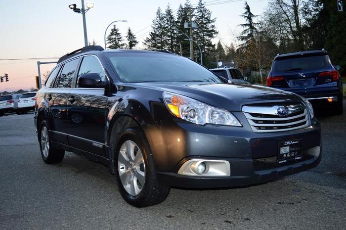 2011 Subaru Outback 3.6R w-Limited - Nav Pkg *SALE*
