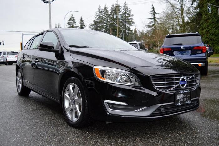 2015 Volvo V60 T5 AWD / LOCAL / NO ACCIDENTS *SALE*
