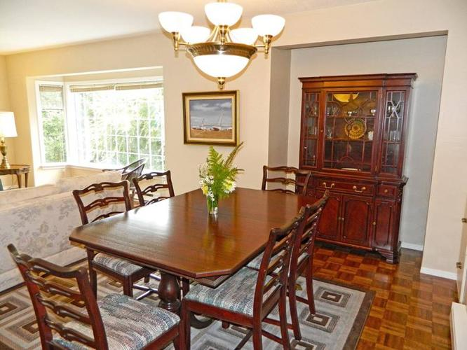 9 Pc Middlesex Furniture Co. Ltc. Mahogany Dining Room Suite for