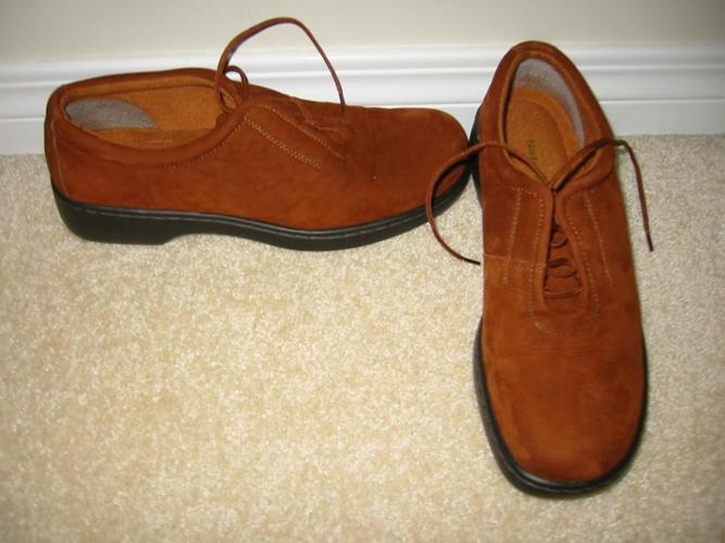 BRAND NEW NATURALIZER ULTRA COMFY SUEDE LEATHER SHOES