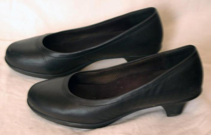 Crocs Grace Heel, Black, Size 38 (7-1/2)