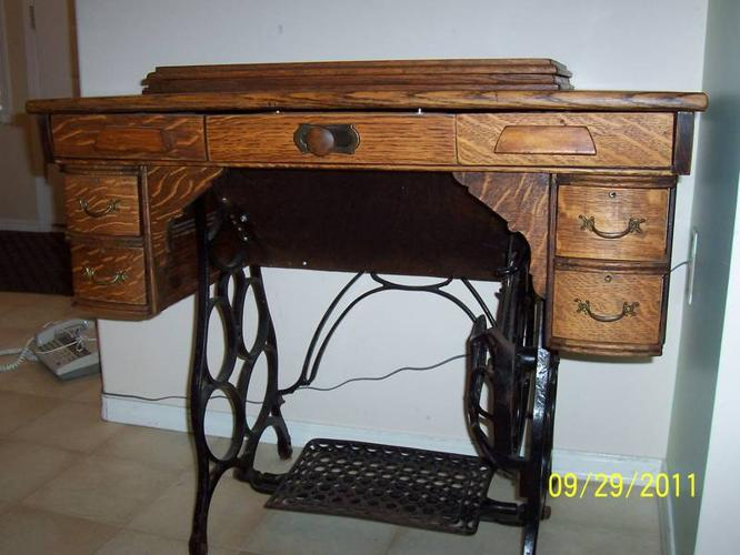 DAMASCUS TREADLE SEWING MACHINE For Sale In Creston British Classy Damascus Sewing Machine