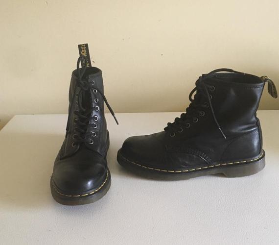 Dr Martens Classic 1460 Boots  Fits Men?s size  8 US / Women?s 9 US 41 EUR