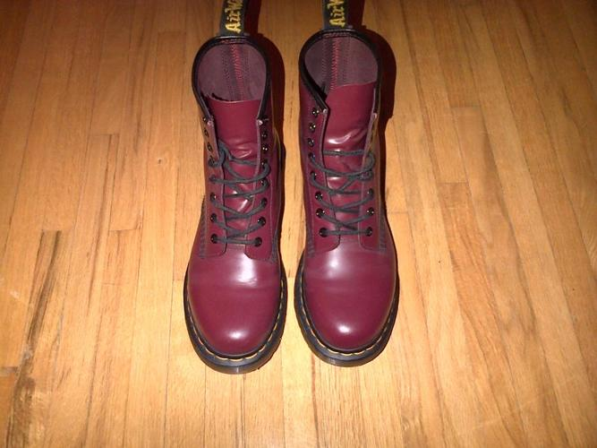 Dr. Martens Women's 1460 8-Eye cherry smooth leather boots (Size 7 UK, 9 USL)