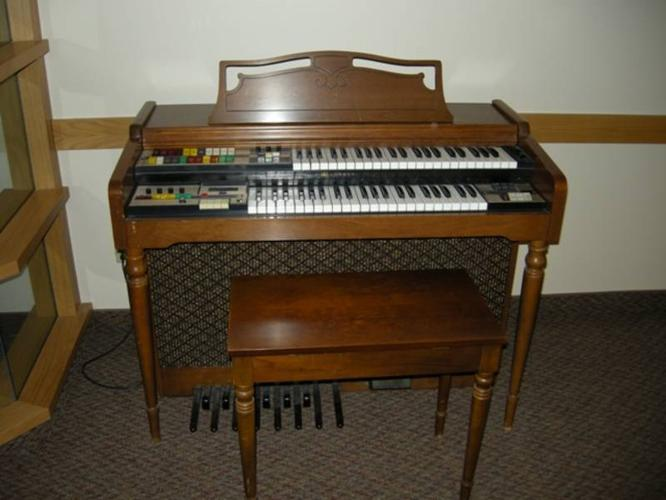 Electric Lowrey Saturn Deluxe Organ And Bench For Sale In