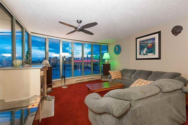 Extra large 2beds 2 bath condo unit with Unobstructed views of city/water