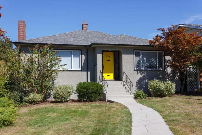 Fabulous 5bdr/2ba Home For Sale in Kinsmen Park (Esquimalt, BC)