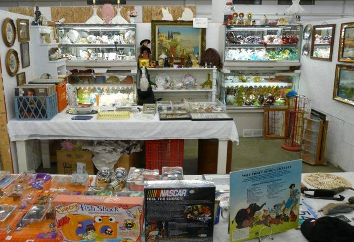 Flea Market - NEW Hours 10 to 5 and Over 40 Vendors