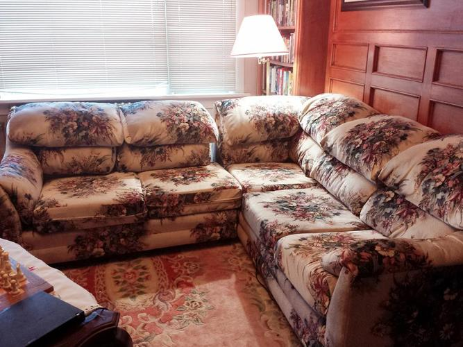 Flower patterned sofa set, in great condition, super comfortable