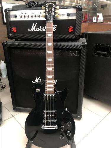 Gibson Les Paul Studio - Ebony - New Condition! with OHSC!