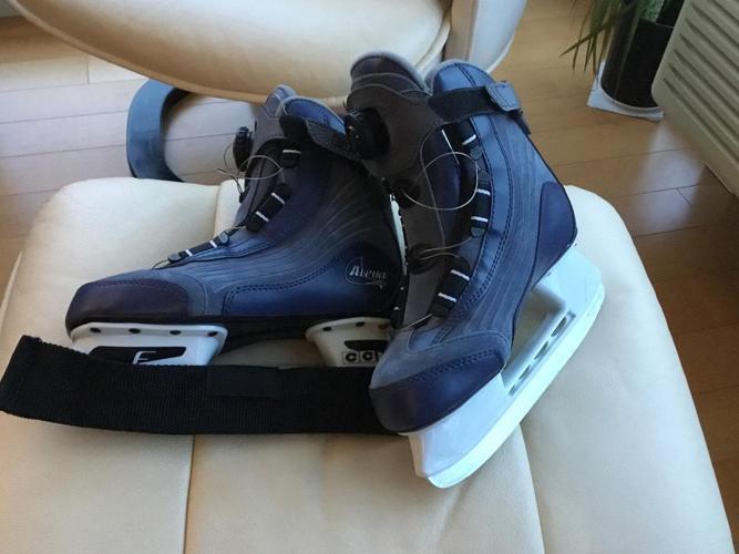 Girl?s/Women?s padded skates : New Size 5