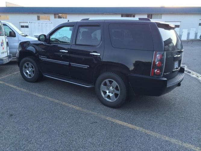 GMC YOUKON DENALI fully loaded and more!