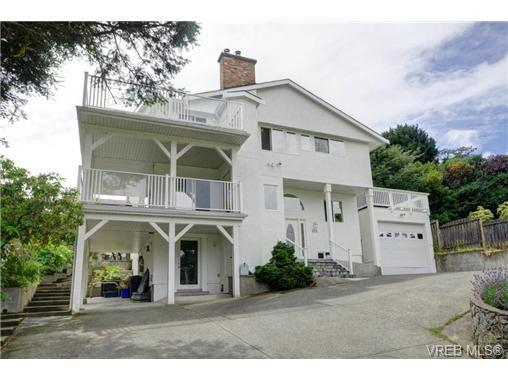Home with breathtaking views of the city & Esquimalt harbour