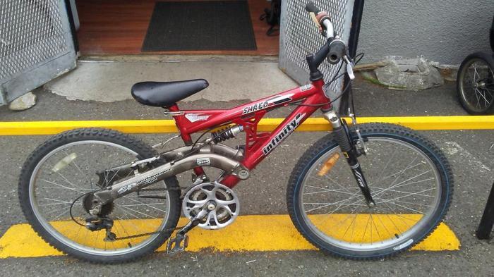 """Infinity Shred FS mtn bike, 24"""" wheels, 19"""" frame, 21 spd"""