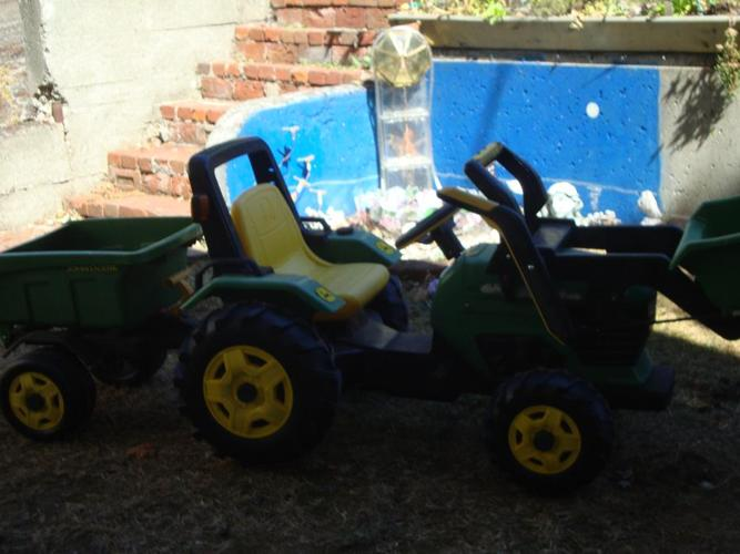 John Deere Pedal Tractor with loader and detachable trailer.