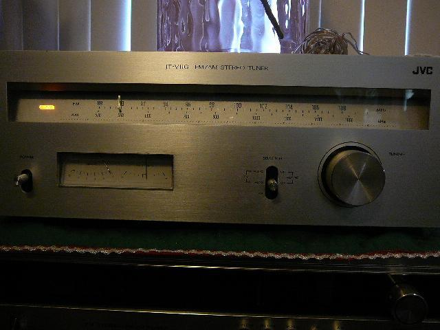 JVC JT-V11G VINTAGE SILVER FACE TUNER from 1976. Works great