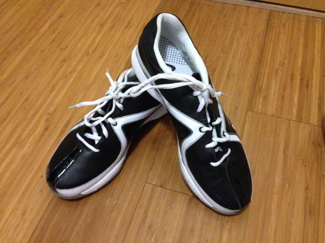 Ladies Golf shoes - Nike size 8