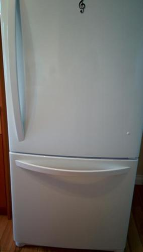 LG Refrigerator with Bottom Freezer