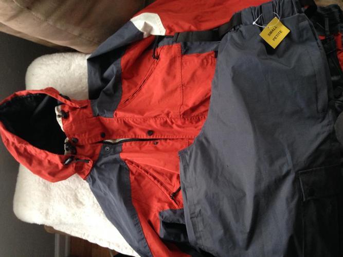 Mens small rain suit
