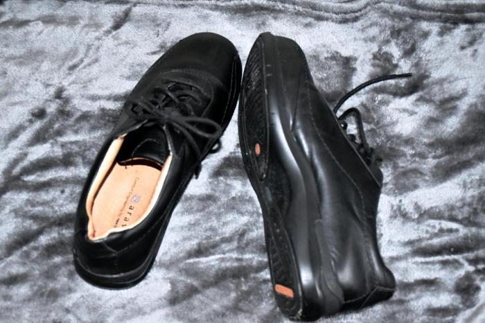 New Balance Aravon Leather Lace up Oxfords size 8.5