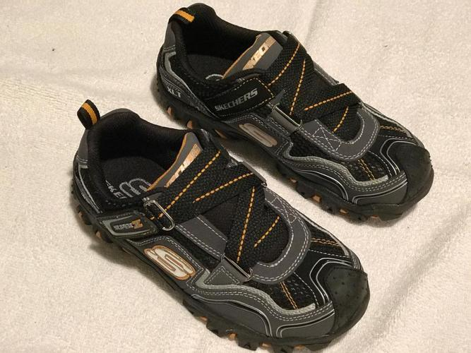 """NEW Sketchers """"Damager"""" Z-Strap Running Shoes, Boy's Size 3"""