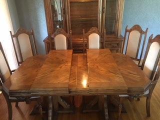 Oak table, hutch and 6 chairs