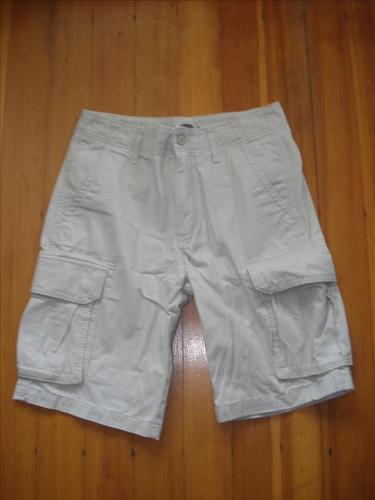 OLD NAVY CREAM SHORTS - SIZE 32