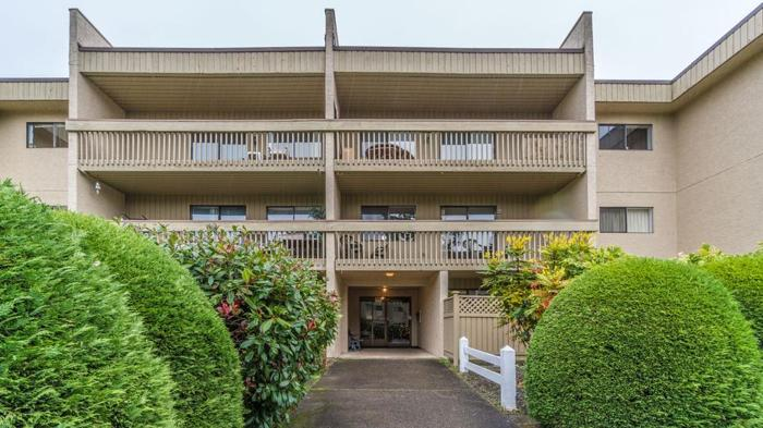 Open Concept Condo in beautiful Parksville