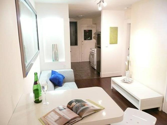 Private room for 2people in a shared apt is available. Downtown.