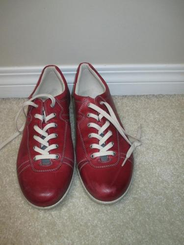 RED LEATHER ECCO BRAND LACE-UP OXFORD SUPERCOMFY SHOES