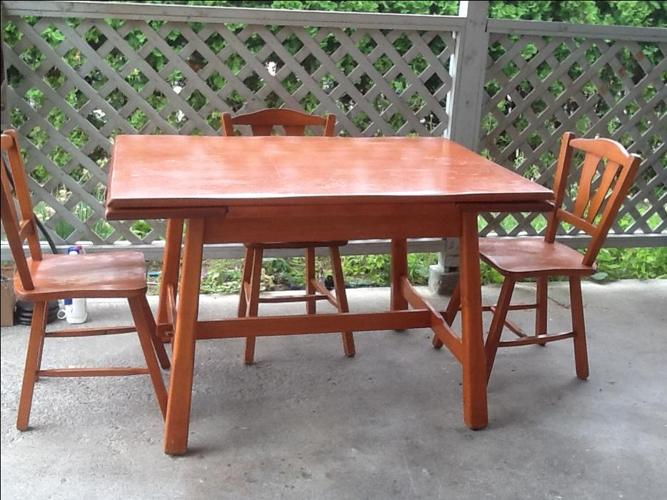 Red Maple Dining Table