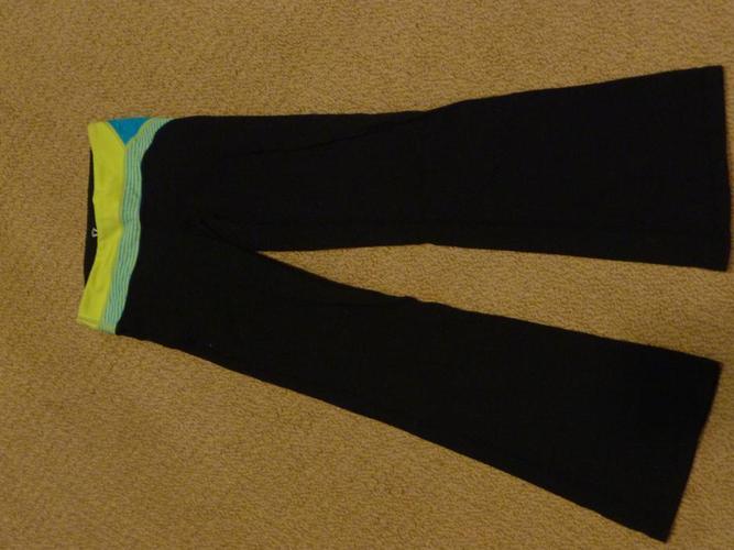 REDUCED Ivivva black pant size 6