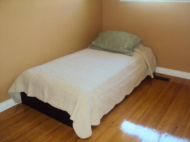 ROOM 4 RENT IN WEST COQUITLAM! Close to Bus, Ideal 4 Students!!