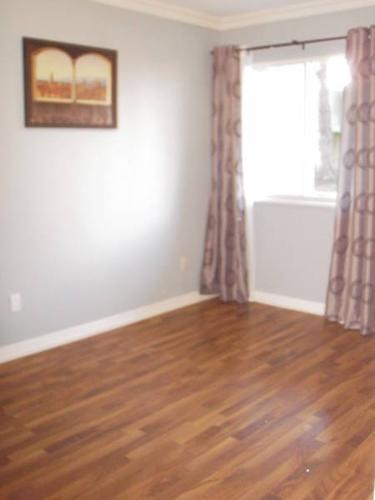 Room for Rent-no shared walls-utl inc-1st month nov discount