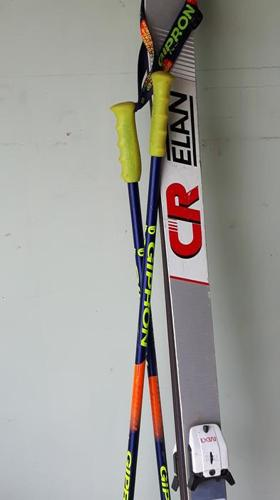 Skis plus poles (old school)