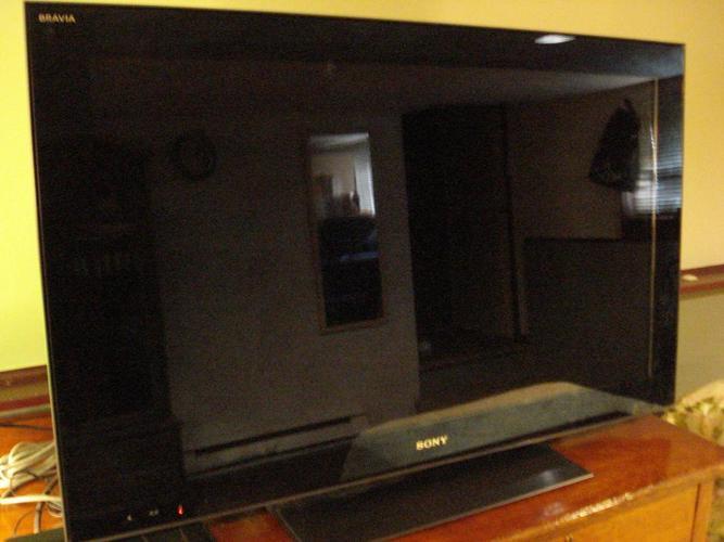 "SONY BRAVIA LCD 40"" TV (Model KDL-40HX701)"