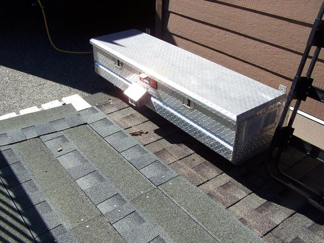 TRUCK TOOL BOX FOR SALE