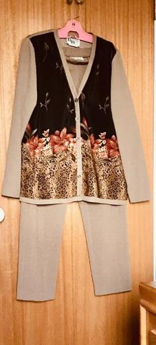 VERY NICE 2 PIECE OUTFIT-SIZE L