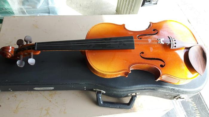 Violin for children, first instrument