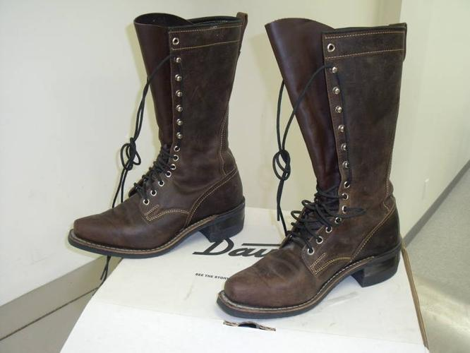 Womens Dayton Boots for sale in Surrey, British Columbia