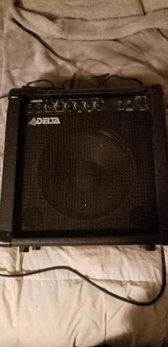 Yamaha bass guitar with everything you need.