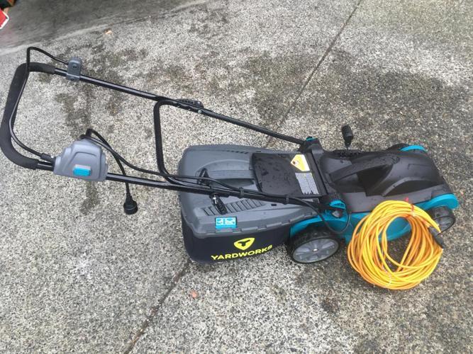 Yardworks Electric Lawn Mower