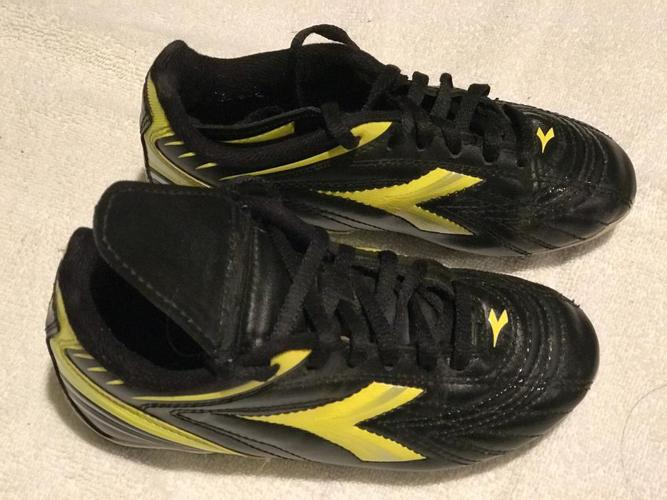 Young Boy's Soccer Shoes - Size 13
