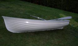 THIS IS A USED COMMERCIALY MOLDED FIBERGLASS CARTOP / DINGHY.  IT HAS A BEAM OF 48 INCHES.  THE TRANSOME IS SET UP FOR AN ELECTRIC MOTOR.  THE BOAT HAS A MOLDED FIBERGLASS GUNWHALE RUNNING COMPLETELY AROUND THE CIRCUMFERENCE OF THE HULL.  THERE ARE TWO