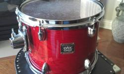"""12"""" wide x 9"""" deep, red oak colour, high-end Yamaha Oak Custom tom, new skins (drum head in 1st picture has been replaced), comes with Nomad case, everything is in excellent condition. I'd also trade for the exact same in a 10"""" tom, or a high end crash,"""