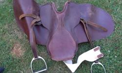 """16.5"""" treeless Australian saddle. Sold the last horse years ago and this has just been collecting dust in the closet... See myother listings for more tack."""