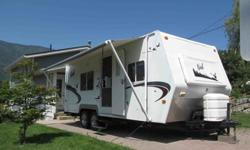 2009 22' Nash trailer. 4774lbs empty, awning, air-conditioner, microwave, full bath, 2 - 6v batteries, sleeps 4.